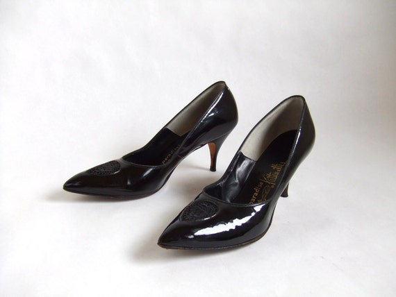 MOVING SALE////vintage 1950s black patent leather kitten heels with lace peep toe, sz. 8.5