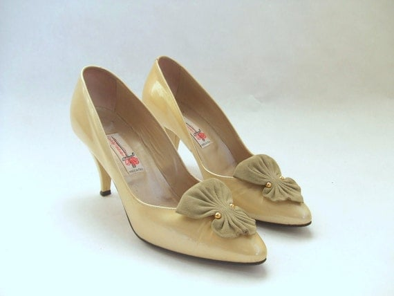 MOVING SALE////vintage 1950s VALENTINO yellow patent leather shoes, 7.5
