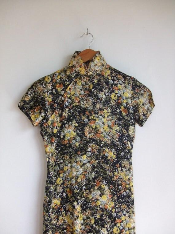 final sale item  /  vintage 1960's asian floral print dress