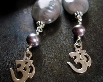 The Shell & Fresh Water Pearls Silver OM Earrings