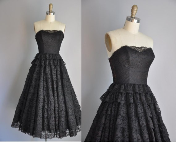30% OFF SHOP SALE..//.. vintage 1950s black lace tier Black Swan party prom full skirt dress