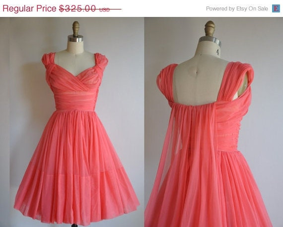 LAST CHANCE 35% off SALE 1950s vintage dress // 50s cocktail party full skirt dress // Cup Cake Princess