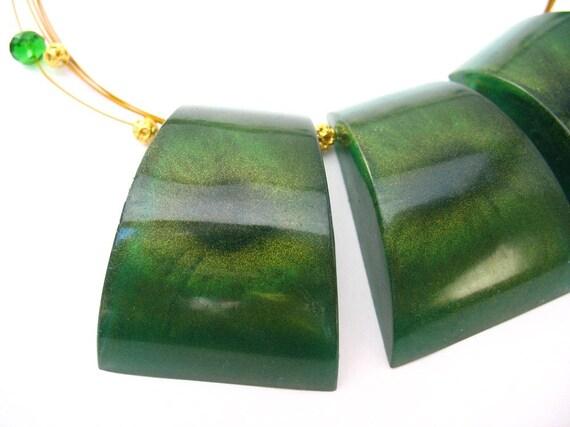 Resin statement necklace cat's eye emerald green gold shimmer short block geometric shape star burst iris beaded choker jewelry cuboid cube