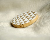 Triangle pattern brooch - white