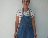 Denim apron with detachable cooling neck strap