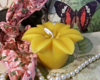 Beeswax Floating Lily Candle