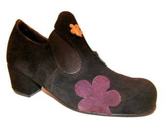 John Fluevog Shoes Made in England Womens 1980s Vintage Vogs Black Suede Bump Casual Daisy Flower Power Shoe UK Sz 4  Fits Wmns US Size 6