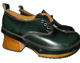 Vintage 1980's Green Rub-Off Leather JOHN FLUEVOGS Wooden Bottom Derby Clogs from England Fits Womans US. size 5