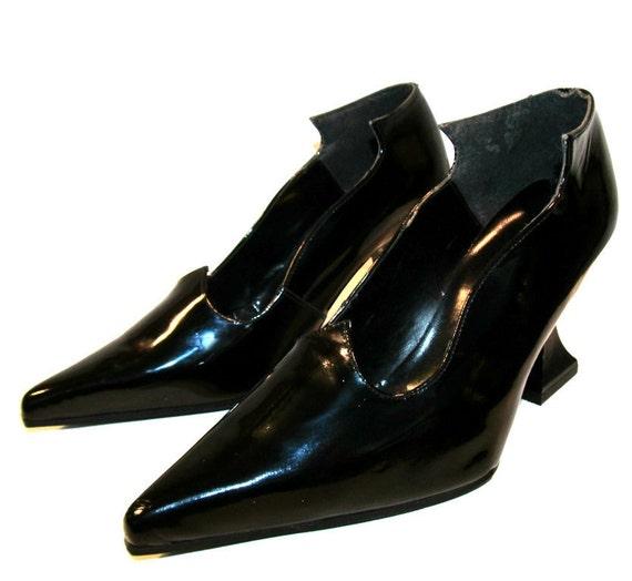 Vintage 1980s JOHN FLUEVOG Patent Leather Frugal Pumps from England sz 6 1/2