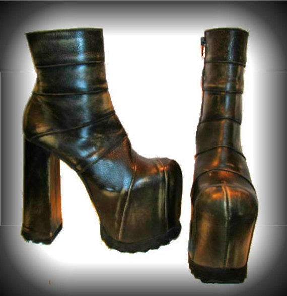 Black Friday Sale, Cyber Monday Sale, Vintage Luichiny Cyber Glam Platform Boots from Spain Wms US size 9