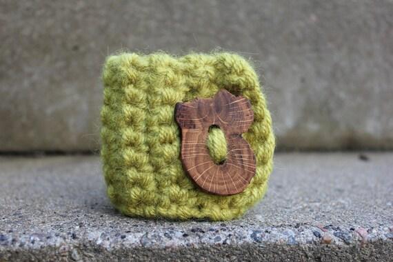 handcrochet Spring cuff/bracelet with stunning Oak button closure