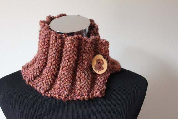 Comfy cowl/neckwarmer with button in Autumn Spice