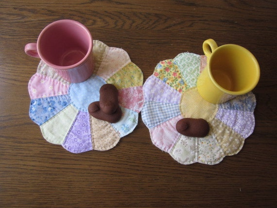 Dresden Plate Quilted Snack Mats  Set Of 2