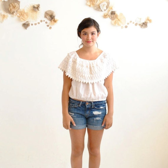 Vintage 70s Off the Shoulder Top  // Ruffle Lace