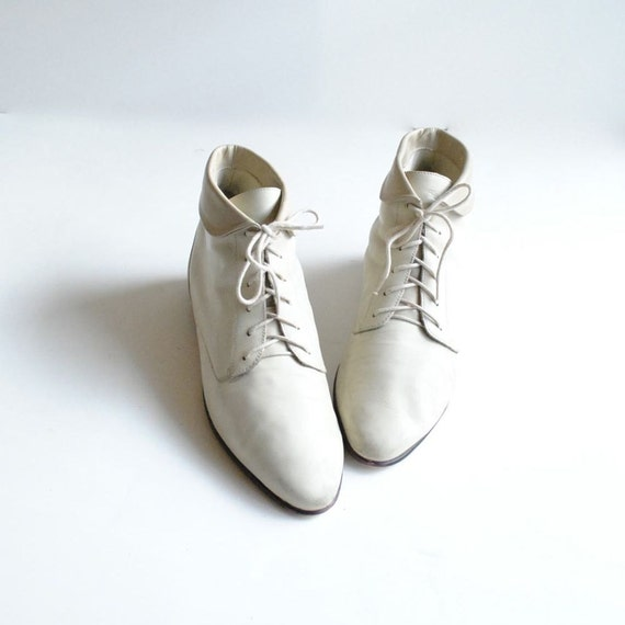 Cuffed Ankle Boots Size 10  //  Ivory Lace Up Boots  //  PICK a BONE