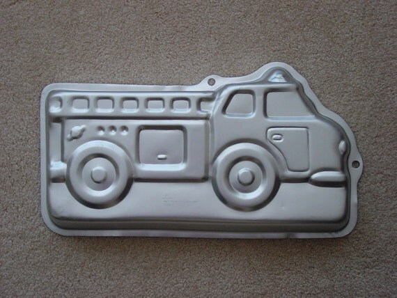 "Wilton Aluminum  Cake Pan  2105-2061 ""Fire Truck"