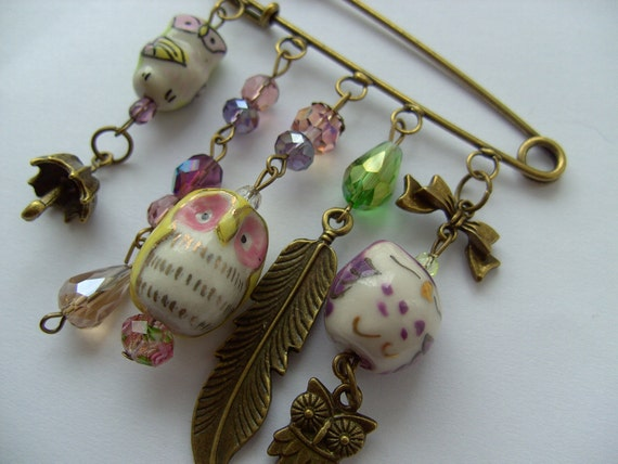 I LOVE OWLS,  Kilt pin, Brooch, ceramic, owls, whimsical, Pastels, owl, by NewellsJewels on etsy