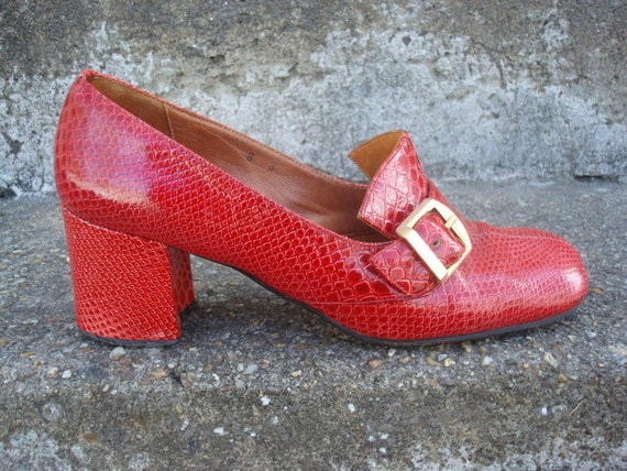 Vintage Red Shoes Mock Croc / Faux Alligator Chunky Heel w/buckle Captivators 1960s Italy