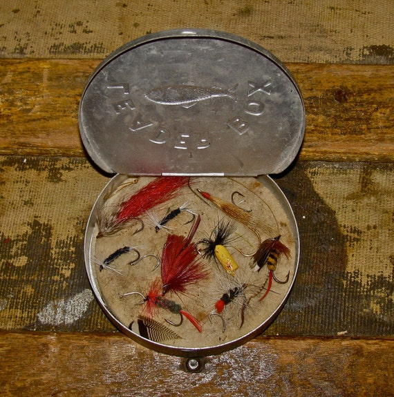 Vintage fly fishing leader box tin with old trout flies for Fly fishing box