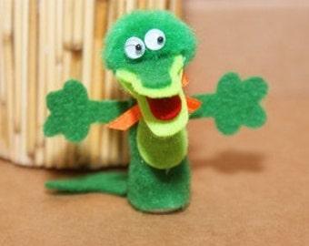 Alligator Finger Puppet