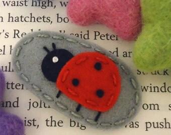 Wool felt hair clip NO SLIP -Ladybug -light grey