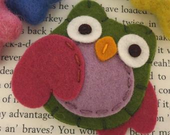 Felt hair clip -No slip -Wool felt -Owl -olive green / fuchsia wings
