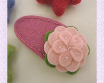 Felt hair clip -No slip -Wool felt -Pale pink petal flower -old pink