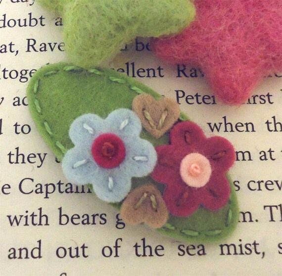 NO SLIP Wool felt hair clip -Double daisy -mini -sage green
