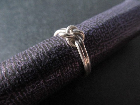 Lover's knot inverted ring in sterling silver