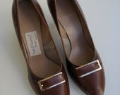 SALE Vintage Town and Country Brown Leather Shoes - Size 8.5