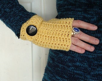 fingerless mittens light yellow with strap and half thumb
