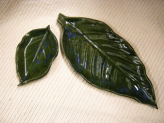 Dish Set : Canna Lily Leaves in Forest Green with Blue Accents - Bread and Butter Plates, Hors devours