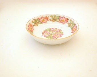 Lovely Vintage Hibiscus Plate from China