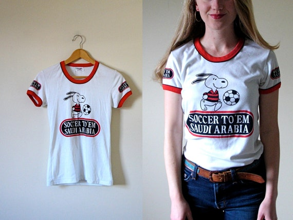 vintage 1970s Snoopy Peanuts Soccer Ring Tshirt -- S