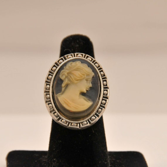 Vintage Costume Jewelry Cameo Ring by Cinerama