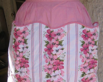 Honey I am Home Im In the Kitchen Great Vintage reversible Pink Floral Apron