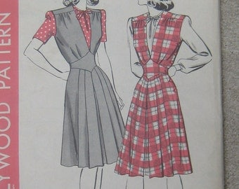 Vintage 1940s Hollywood Pattern 1248 Size 14 Bust 32 waist 26.5 Rockabilly dress Hot Factory Folded