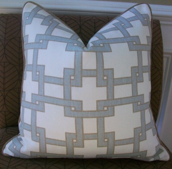 Thom Filicia for Kravet - 18X18 - CitySquares  in Misty Morning - Pattern on the front