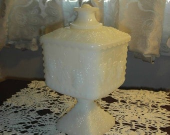 Beautiful Milk Glass Grapes unmarked Brides Bowl with lid 7 1/2 inches tall