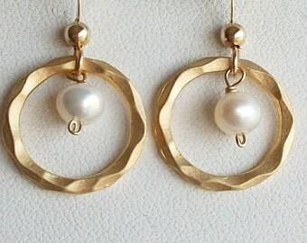 Eternity Earrings, Circle earrings, Gold Earrings, Pearl earrings, gift under 20, Christmas, Sister, Mom, Bridal