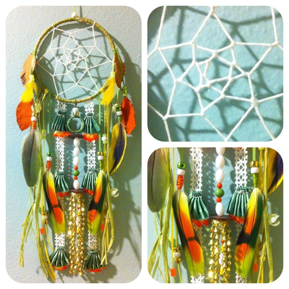 TROPICALISMO: Dream Catcher w Parrot Feathers & FREE SHIPPING