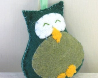 Green Felt Owl Ornament - retro owl - green and yellow - olive - woodland decoration