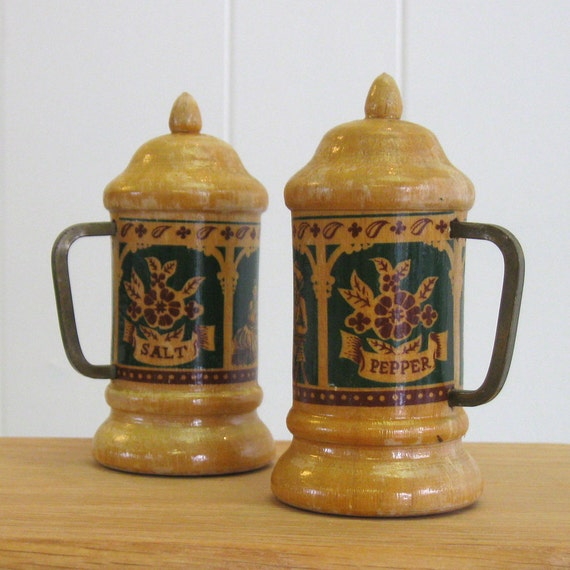 Vintage Wooden Beer Stein Salt and Pepper Shakers - souvenier - Lake Placid New York - miniature stein - tan - etsy dudes - beer me