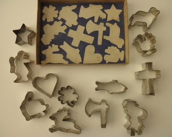 Collection of 12 Vintage Aluminum COOKIE CUTTERS in original box