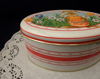 oval vintage Daher Easter TIN with lid-Made in ENGLAND