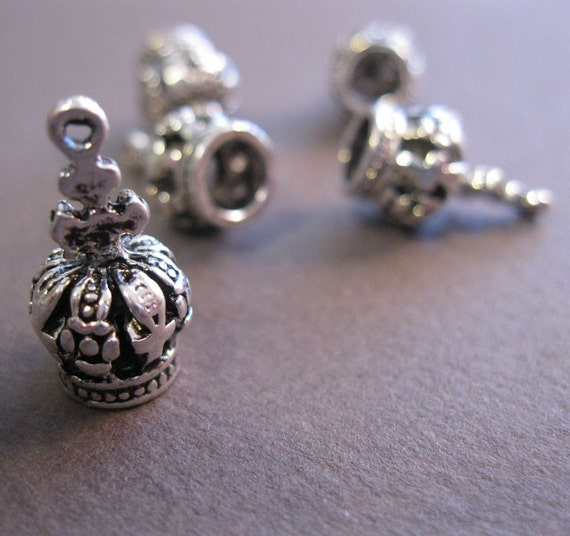 5 metal CROWN charms - three dimensional, antiqued silver finish
