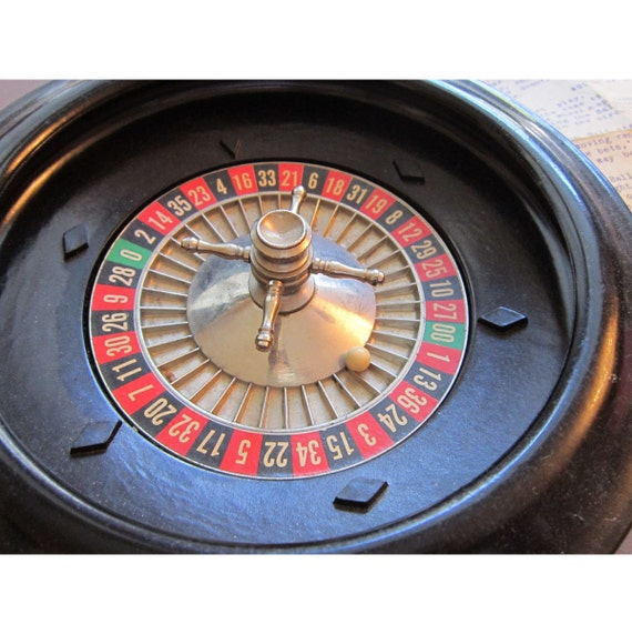vintage miniature roulette wheel tabletop small spins. Black Bedroom Furniture Sets. Home Design Ideas