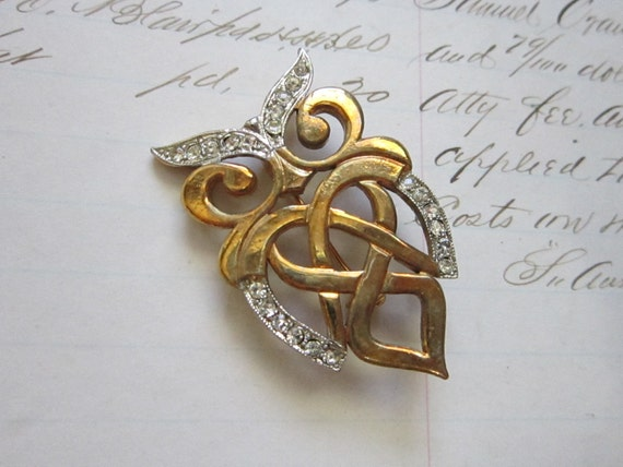 vintage OWL pin - gold tone metal with rhinestones