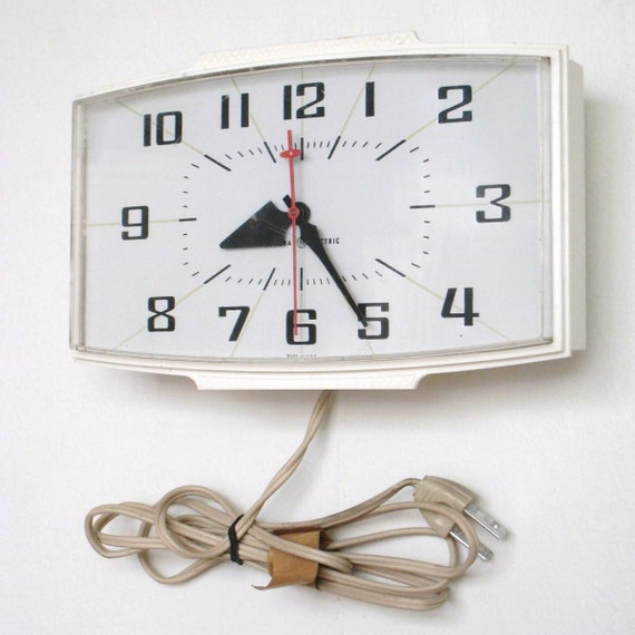 Retro Electric Kitchen Wall Clocks: Items Similar To Vintage Plug In Kitchen Wall Clock General Electric On Etsy