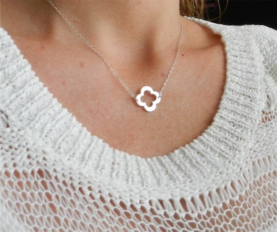 Lucky clover necklace in sterling silver, modern delicate jewelry